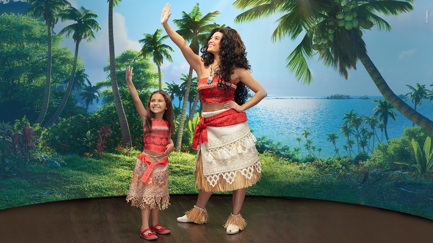 Moana with girl